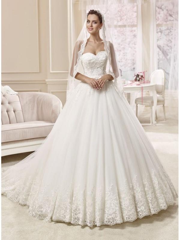 a03ae5c012ab Très Acquista ora il tuo abito da sposa con scollo a cuore. Spedizione EQ07