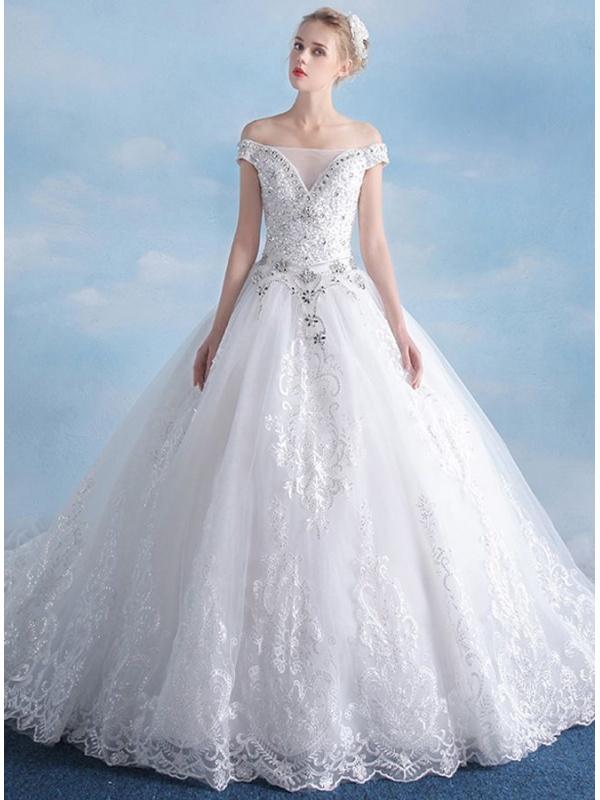 Favoloso da Sposa Principesco ricco di punti luce con strascico lunghissimo UR06